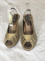 Hush Puppies Ladies Gold Leather Wedge Shoes Size 7(T22).