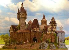 ..in der Regensburg HO diorama Burg/Schloss Feinste Patinierung LED