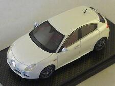 BBR BBRC28F - Alfa Romeo Giulietta 2010 blanc Perle Metal limited 50pcs 1/43