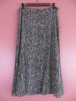 SK11926- JONES WEAR Womens Polyester Paneled Flared Skirt Black Beige Geo Sz 12