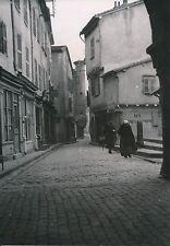ISSOIRE c. 1935 - Vieilles Femmes Rue Commerces Tourelle Puy de Dôme - Div 11268