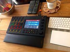 BRACCIOLO Support nero in finta pelle Akai MPC Touch, Maschine DRUM MACHINE Mixer