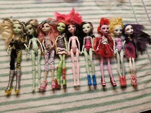 Monster High Lot of 9 Dolls with Clothes  Draculaura