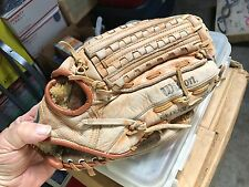 Wilson A2320 Tommy John Pro Model baseball glove for Little League