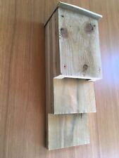 Fatto a mano in legno rustico Kent BAT BOX/House Pipistrello Nano-legname GREZZO