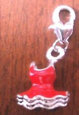 charms argentée robe rouge