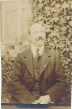 Snapshot portrait homme élégant costume moustache montre gousset man vernacular