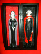 DRACULA and VAMPIRESS VAMPIRE COUPLE in SPECIAL COFFIN BOX HALLOWEEN HORROR PROP
