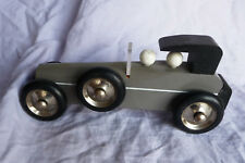 voiture grise vilac en bois vintage