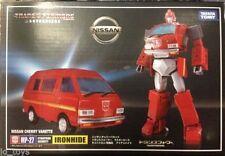 Action figure di transformer e robot Takara