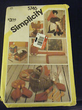 Simplicity 5746 Potholder, Door & Draft Stop, Tissue Box Covers & Witch Pattern
