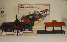 "HO 1:87 Scale TRAIN STATION AND FREIGHT SHED ""ASSEMBLED"" Kit Model Power 427"