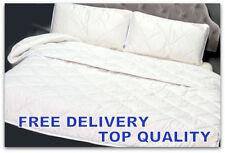 Piumoni bianchi in misto cotone per il letto