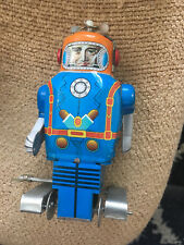 """VINTAGE WIND UP TWIRLY TOP METAL ROBOT TOY w/KEY MADE IN CHINA 1970s 6"""" TALL"""