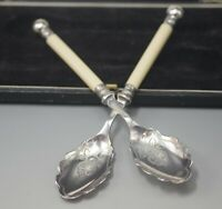 WALKER & HALL SHEFFIELD  SILVER PLATED  2 DESSERT SPOONS BRIGHT CUT ORIG BOX