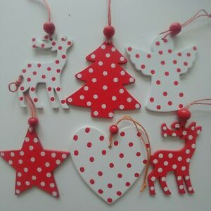 6 x RED & WHITE spotty wooden CHRISTMAS TREE decorations GIFT TAG 8cm NEW