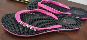(2)× Rusty Bling Thongs - Size 7  - Black/gold & black/pink