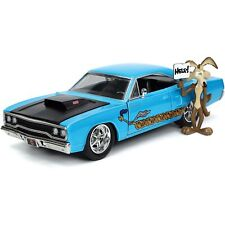 1970 Plymouth Road Runner & Wile E. Coyote Figure