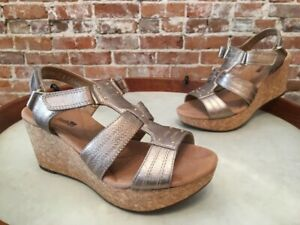 Clarks Gold Leather Annadel Orchid T-Strap Wedge Sandals 6.5 W Sale