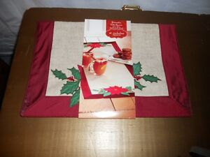 NEW Table Runner~Chirstmas Poinsettia~~St Nicholas Square