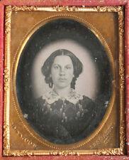 DAGUERREOTYPE HALO PORTRAIT OF WOMAN, MAKER STAMP HEWOOD. 1/9 PLATE FULL CASE.