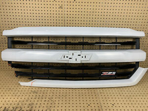 2016-2018 Chevrolet Silverado Front Upper Bumper Grille White Z71 Damaged OEM