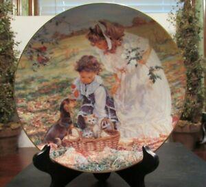 "Reco ""Delightful Bundle"" Sandra Kuck 8.5"" Plate w/Gold Trim Hearts and Flowers"