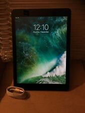 Apple IPad Air A1474 16 GB 9.7-inch Retina display FaceTime HD and iSight camera