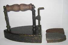 Bügeleisen, Messing, Schieber, mit 4 Eisenkernen, im Antik Stil, 15x14x9