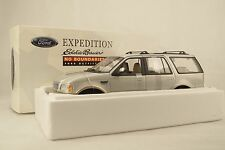 1:18 UT / AUTOart #22714 - FORD EXPEDITION Eddie Bauer - DEALER Mod - Neu in OVP