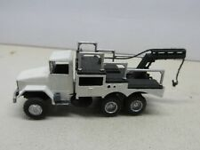 WHITE-BLACK TOW TRUCK~HO SCALE