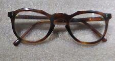 Paire de lunettes brune sans marque