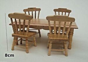 une table et quatre chaises ,miniature,maison de poupée, vitrine,salle à manger