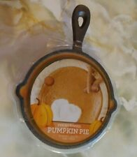 Fresh Baked Pumpkin Pie Scented Candle in Iron Skillet NEW 9 oz.