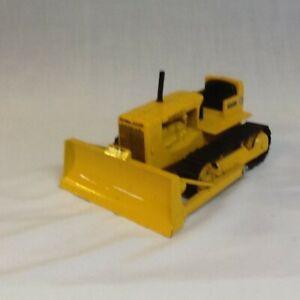 Ertl 1:16 Scale Die-Cast Caterpillar D6 Tractor with Bulldozer