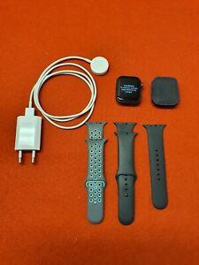 Apple Watch Series 5 44mm Space Grau Aluminiumgehäuse mit Sportarmband - A2093