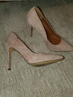 STEVE MADDEN CLASSIC PUMPS- BEIGE SUEDE WOMENS SIZE 8- GOOD CONDITION