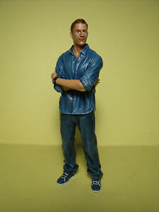 1/18  FIGURE  FAST  AND  FURIOUS  WALKER  VROOM  PAINTED  FOR  AUTOART  MATTEL