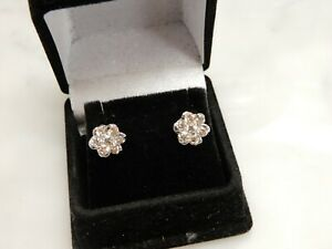 A STUNNING PAIR 18 CT WHITE GOLD 1.00 CARAT DIAMOND CLUSTER EARRINGS
