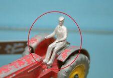 DTF048 - CHAUFFEUR à peindre pour tracteur Massey Harris Dinky Toys 27AC