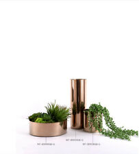 Dekorative moderne Vase aus rostfreiem Stahl