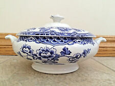 "Vintage Blue and White Unmarked China Soup Tureen 9"" wide With Lid bx 37"