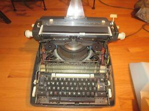 Vintage Underwood Portable Typewriter