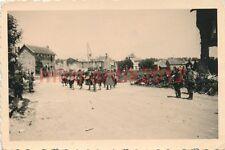 2 x Foto, gefangene Soldaten auf Frankreichs Strassen (N)1678