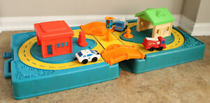 Vintage 1979-1981 Mattel First Wheels Carrying Case Road and Metal Diecast Cars