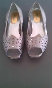 ROS HOMMERSON MERCY FLAT, 9 W US, WIDE FIT, AS NEW!