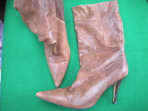 LADIES TOP END BROWN LEATHER PULL ON 3/4 K/ HIGH  POINT HEEL BOOTS SIZE 10 / /41