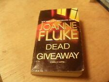 Dead Giveaway by Joanne Fluke (2014, Paperback)  r