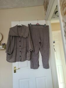 Quirky Pant And Top Size 18 20  By Brandtex Collection