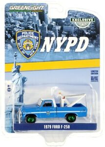 Chase 1979 FORD F-250 TOW TRUCK BLUE NYPD NYC POLICE 1/64 GREENLIGHT 30224